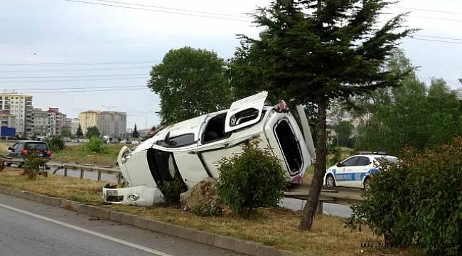 Türkeli'ye bayram ziyaretine gelirken araçları takla attı: 5 yaralı