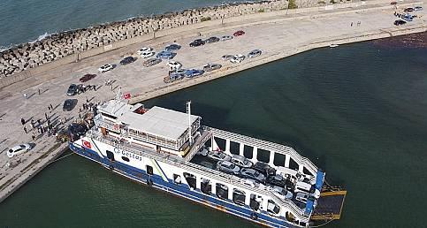 Mahsur kalan tatilcilerin tahliyesi için feribot ilk seferini yaptı